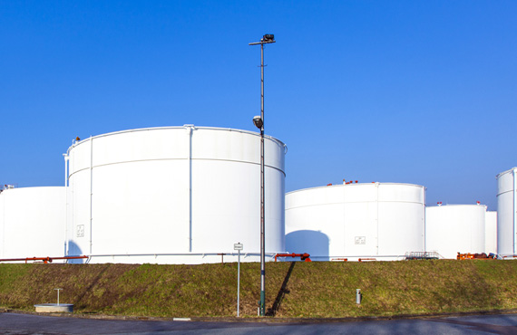There are increasing demands for tank gauging efficiency, safety and accuracy in the refining industry.
